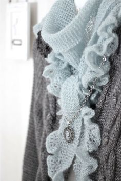 soft crochet scarf and cameo necklace. Cameo and Crochet ♥ Knitted Shawls, Crochet Scarves, Crochet Shawl, Knit Crochet, Knitting Yarn, Knitting Patterns, Crochet Patterns, Knitting Projects, Crochet Projects