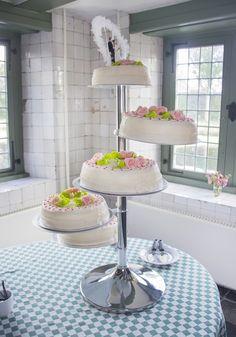 Eten er veel mensen mee van jullie bruidstaart? Kies dan voor een versie als deze. #bruidstaart #weddingcake Tiered Cakes