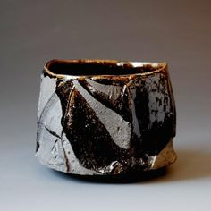 Japanese potter/artist/musician Akira Satake's website showcases his gallery of functional and sculptural ceramics and his music. Raku Pottery, Pottery Sculpture, Slab Pottery, Sculpture Clay, Ceramic Sculptures, Kintsugi, Japanese Ceramics, Japanese Pottery, Ceramic Bowls