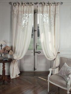 """Tenda velo """"Boudoir"""" Mathilde M. Materiale: Rete e cotone ricamato. Dimensioni: 140 x 300 cm. Spedizione Gratuita."""