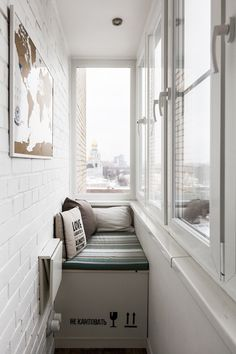 Here's how you can create a comfort space out of your balcony. Check this space out for easy and chic balcony décor ideas. Home Interior Design, House Interior, Apartment Room, Home Room Design, Small Apartment Design, Home, Tiny House Decor, Apartment Balcony Decorating, Home Decor