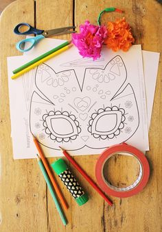 Easy to make cute sugar skull cat masks. Photo tutorial and templates to print. Day of the Dead cat mask template, plus color in your own class worksheet! Day Of The Dead Mask, Diy Day Of The Dead, Day Of The Dead Skull, Cat Template, Templates, Theme Carnaval, Diy For Kids, Crafts For Kids, Mascaras Halloween