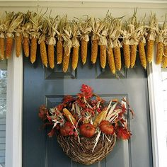 Corn garland and thrifting find basket filled with leaves, pyracantha berries, dried corn and pumpkins Diy Thanksgiving, Thanksgiving Decorations, Seasonal Decor, Fall Crafts, Decor Crafts, Natural Fall Decor, Fall Wreaths, Halloween Wreaths, Halloween Porch