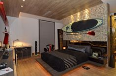 Male and female decoration ideas, Teenager room. Surfer Room, Small Apartment Design, Teenage Room, Girl Bedroom Designs, Man Room, Bedroom Layouts, House Rooms, Home Decor Bedroom, Interior Design