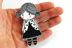 LITTLE GIRL ILLUSTRATION - Encogimiento plástico broche CLARA por myLadiesshop en Etsy