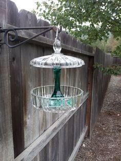 garden art Can hold a glass DIY hanging bird feeders? Garden Totems, Glass Garden Art, Glass Art, Cut Glass, Wine Glass, Hanging Bird Feeders, Diy Bird Feeder, Glass Flowers, Glass Birds