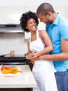 Couple cooking together Things To Do With Your Boyfriend, Hobbies For Couples, Couple Cooking, Romantic Dates, Romantic Things, Romantic Ideas, Nice Things, Cooking Together, Wedding Preparation