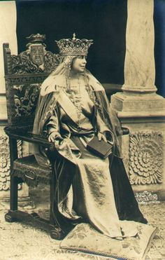 Queen Marie of Romania. Regina Maria a României. Vintage Photos Women, Photos Of Women, Colorful Pictures, Old Pictures, Rose Quartz Steven, Romanian Royal Family, Strong Female Characters, Old Portraits, Good Old Times