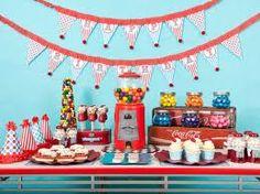 LOVING this retro-themed dessert table!