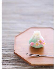 today, I made japanese confectionery nerikiri which express ▫️▫️.- today, I made japanese confectionery nerikiri which express ▫️▫️… today, I made japanese confectionery nerikiri which… - Japanese Deserts, Japanese Treats, Japanese Cake, Japanese Food, Japanese Kitchen, Japanese Wagashi, Beautiful Desserts, Food Decoration, Healthy Sweets