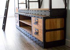 Сделал еще один предмет в стиле американского библиотечного стеллажа 40-х годов…