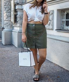 Outfit of the Week Weekly Outfits, Leather Skirt, Skirts, Fashion, Nice Asses, Moda, Leather Skirts, La Mode, Skirt