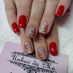 25 delicate floral patterns that give your fingers pretty flowers! Flower nails always seem to be in fashion - the elegance they bring to their fingertips is supported by all the merit, while the beauty of the flowers. Diy Nails, Cute Nails, Pretty Nails, Perfect Nails, Gorgeous Nails, Nail Art Designs, Nailart, Accent Nails, Flower Nails
