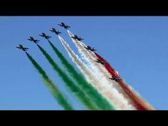 ▶ Frecce Tricolori Italian Air Force Meeting Aérien BA701 Salon-de-Provence Air Show 2013 - YouTube