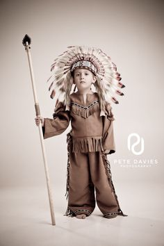 Boys Native American Red Indian Chief Costume for Kids - handmade by AtelierSpatz Native American Dress, Native American Indians, Halloween Kostüm, Halloween Costumes For Kids, Halloween Birthday, Dress Up Costumes, Boy Costumes, Indian Costumes, Indian Costume Kids