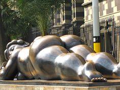 Fernando Botero, in Medellin Michelangelo, Art Of Love, Famous Art, Life Is Like, Urban Art, Art And Architecture, Portrait, Sculpture Art, Street Art