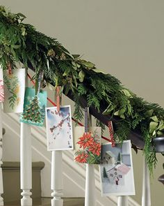 Christmas Stairs Decoration Ideas: DIY Decoration for Christmas Time Hanging Christmas Cards, Christmas Stairs Decorations, Christmas Card Display, Christmas Staircase, Christmas Garlands, Staircase Decoration, Xmas Stairs, Stair Decor, Christmas Greenery