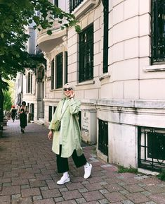 Image may contain: 1 person, standing and outdoor Modest Fashion Hijab, Casual Hijab Outfit, Hijab Chic, Summer Fashion Outfits, Muslim Fashion, Hijab Moda, Fashion Vocabulary, Hijab Fashion Inspiration, Modest Wear