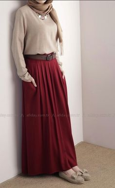 Hijab formal style Turkish fashion blouse with maxi skirt – Hijab Fashion 2020 Long Skirt Outfits, Modest Outfits, Modest Fashion, Hijab Fashion, Casual Dresses, Fashion Outfits, Skirt Fashion, Fasion, Style Fashion