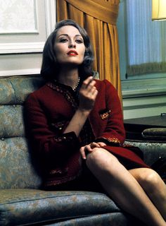 Faye Dunaway at the Chanel studio in Paris, photographed by Jerry Schatzberg, 1971.