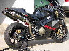 2005 RC51 W/TEXAS TUCK UNDERTAIL AND SATO CARBON HIGHMOUNT EXHAUST