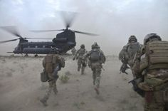 Rangers from Battalion Ranger Regiment load a from SOAR (A) for the flight back to their forward operating base during the battalions combat rotation in Afghanistan. Military Guns, Military Life, Military History, Us Army Rangers, 75th Ranger Regiment, Afghanistan War, Military Pictures, Us Marines, United States Army