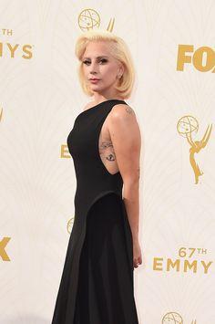 Pin for Later: Lady Gaga zeigt sich von einer ganz neuen Seite bei den Emmy Awards Lady Gaga bei den Emmy Awards