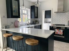 Country kitchen decorating ideas - country designs, comfort and easy living Navy Kitchen, Open Plan Kitchen, Kitchen Layout, Country Kitchen, Shaker Kitchen, Ikea Kitchen, Home Decor Kitchen, Kitchen Living, Kitchen Interior