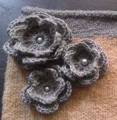 crochet flower... nice instructions and tons of photos!