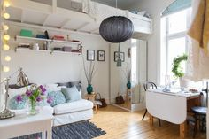 Love the mirror on the closet - cool!