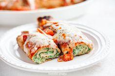 Naleśniki ze szpinakiem i ricottą zapiekane w sosie pomidorowym z mozzarellą