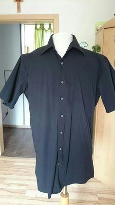Schwarzes kurzarm Hemd