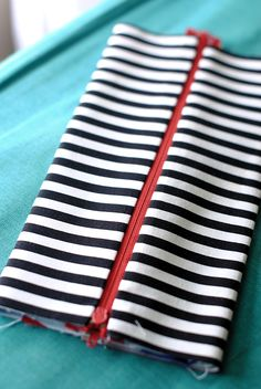 Great pencil case tutorial to get you all set for storing all of your school supplies.