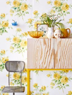 Decorating With Botanical Wallpaper: 31 Beautiful Ideas - DigsDigs Botanical Wallpaper, Of Wallpaper, Beautiful Wallpaper, Asian Paints Colours, Interior Styling, Interior Decorating, Piece A Vivre, Color Of Life, Mellow Yellow
