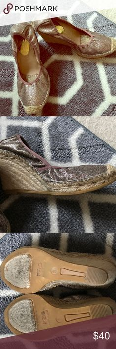 Ivanka Trump shoes Wedge espadrille style glitter shoes, these fun wedges are great for a day out pair with shorts, skirt or Capri jeans. Ivanka Trump Shoes Wedges