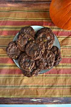 Chocolate Chunk Pumpkin Seed Cookies #cookies #pumpkinseeds #chocolate | Chocolate Recipes | Cookie Recipes | Dessert Recipes | Pumpkin Seed Recipes Cookie Flavors, Best Cookie Recipes, Best Dessert Recipes, Fun Desserts, Delicious Desserts, Yummy Food, Amazing Recipes, Fall Recipes, Sugar Cookies Recipe