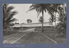 Exterieur van een fermenteerschuur van Padang op Sumatra 1900-1915.