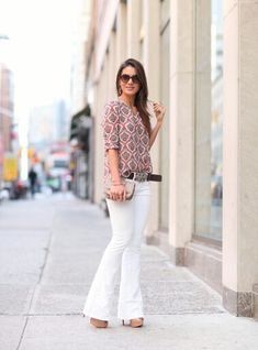 Blusa suave con pantalon blanco
