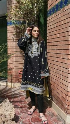 Pakistani Fashion Casual, Pakistani Dresses Casual, Pakistani Dress Design, Indian Fashion, Stylish Dress Designs, Designs For Dresses, Stylish Dresses, Churidar Designs, Kurta Designs Women