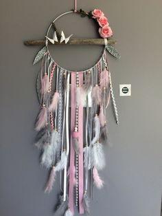 Attrape rêves en bois flotté, plumes, roses et perles bois