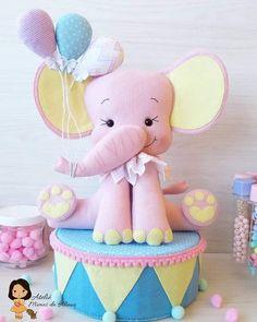 Elefante rosa em feltro com molde para imprimir - Criativo Ok Carousel Party, Circus Theme Party, Carnival Birthday Parties, Circus Birthday, 1st Birthday Girls, Elephant Stuffed Animal, Felt Finger Puppets, Fondant Animals, Elephant Birthday