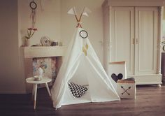 Mama of 2 | Designer of Moozle teepees | Brit in Amsterdam | interiors | nature | photography | stylist | some time blogger @ www.kidsteepeetent.com