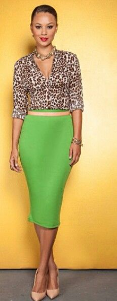 leopard print blouse and Bold pencil skirt in green.this outfit speaks to me! News Fashion, Work Fashion, Fashion Looks, Fashion Trends, Green Fashion, Office Fashion, Fashion Online, Fashion Ideas, Mode Outfits