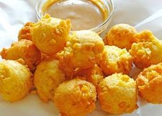 Gluten Free Corn Fritters with Sweet & Spicy Dipping Sauce - http://glutenfreerecipebox.com/gluten-free-corn-fritters/ #glutenfree #glutenfreerecipes