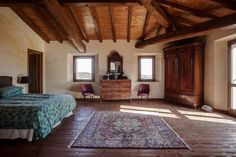 #Cosy and #elegant bedroom with typical #Italian features and a #splendid #rug