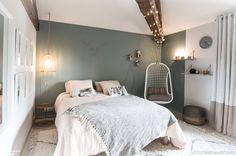 Cette chambre d'enfant à tout de celle d'un grand et affiche un look cosy et romantique