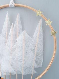 A winter wreath - Weihnachten Dekoration Cone Christmas Trees, Winter Christmas, Christmas Time, Christmas Tables, Prim Christmas, Modern Christmas, Scandinavian Christmas, Handmade Christmas, Christmas Staircase Decor