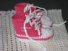 No pattern... Image only      Crochet baby shoes