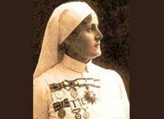 İlk kadın doktor: Safiye Ali Safiye Ali: First Turkish Woman Doctor! Thank you, Ataturk! World War I, World History, Turkish War Of Independence, Journey To The Past, Past Tense, Female Doctor, Ottoman Empire, Powerful Women, Old Pictures