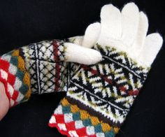 Patterned gloves/ hand knit gloves/ white black by TiiuHandCraft